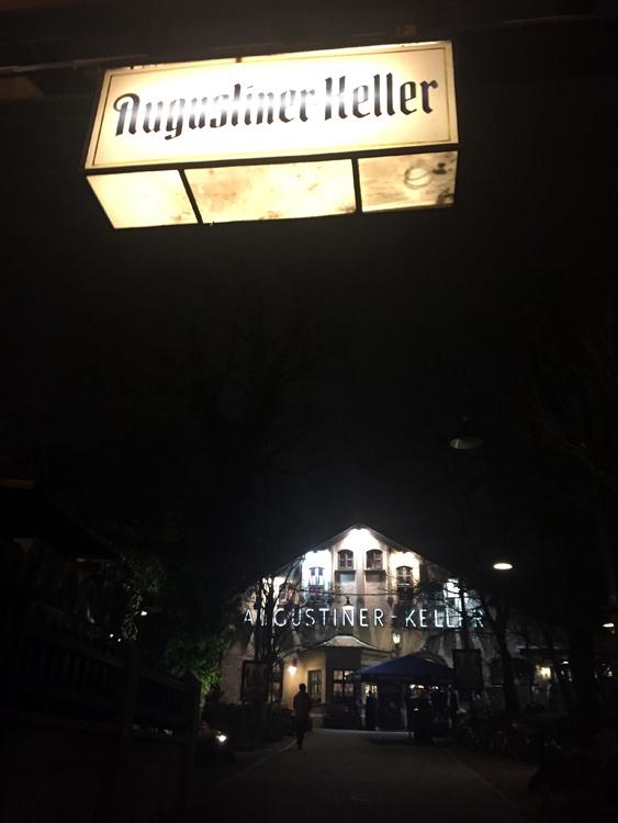 Traditionnelle et historique taverne Munichoise, Augustiner Keller a accueilli la première soirée du Summit dédiée aux partenaires de SAP Hybris