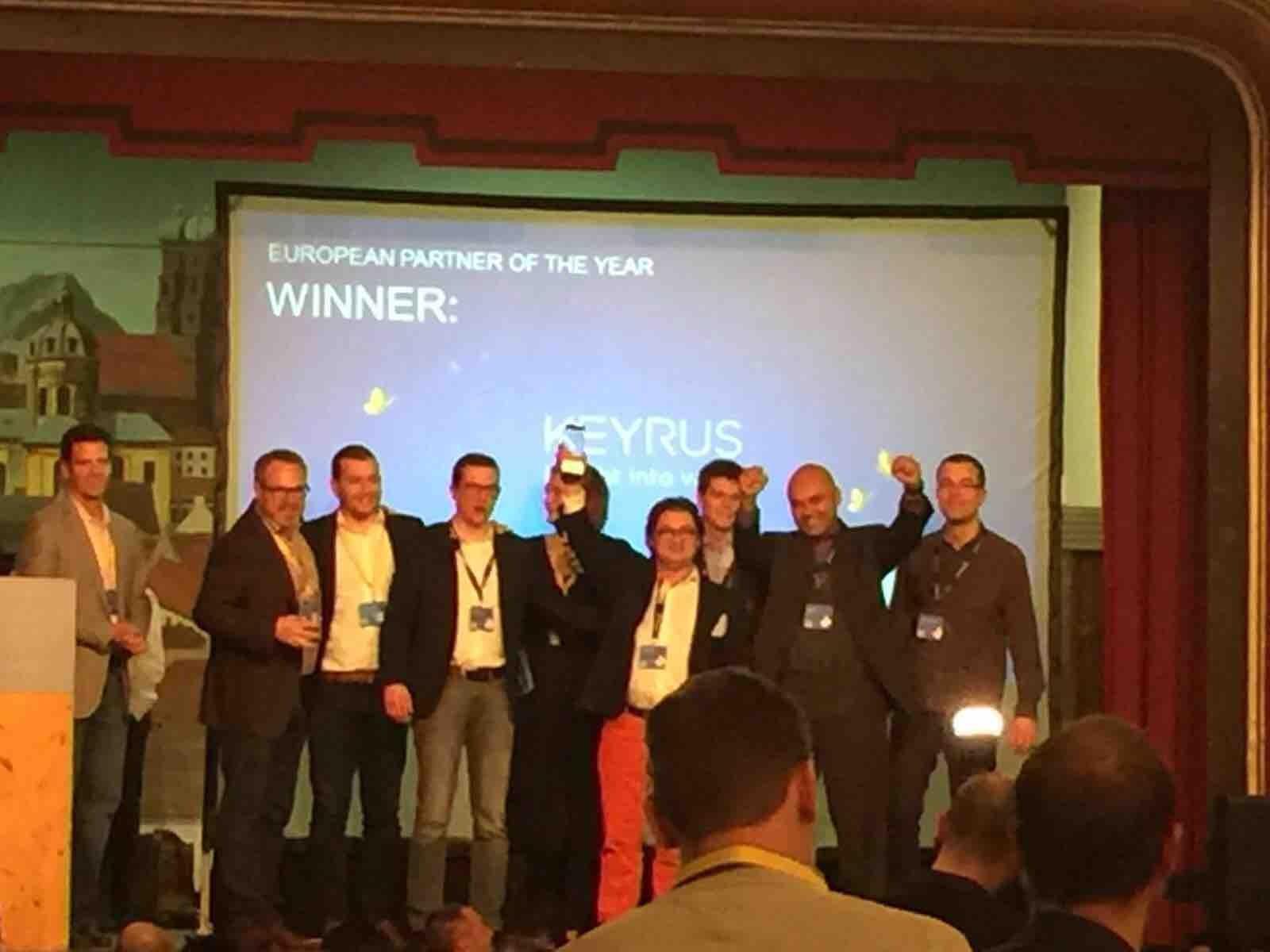 L'an dernier nous avions été désigné parmi les trois meilleurs intégrateurs EMEA de l'année. Cette fois c'est Keyrus qui remporte le titre de meilleur intégrateur Hybris en Europe. Ils ont reçu sur scène leur trophée (au centre: Julien Bidet, business developer de Keyrus, avec qui nous avons échangé en marge de la soirée partenaires)